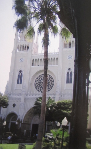 Church opposite Parque Victoria, Guayaquil