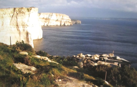 Manax, south of Xlendi. Note the post in the air against the cliff - a hunter's hideout