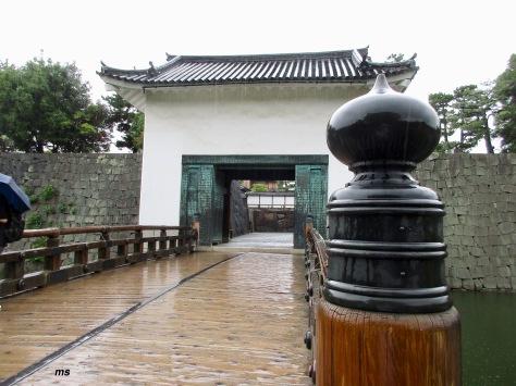Honmaru-goten palace entrance East gate