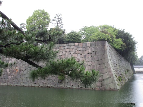 Inner moat of Honmaru-goten palace