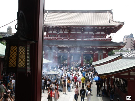 Kaminari-mon Gate, Senso-ji Temple. Asakusa