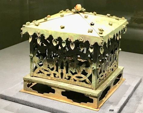 Gilt-bronze outer relic casket